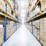 giro de estoque na indústria - armazém com diversas caixas em estoque