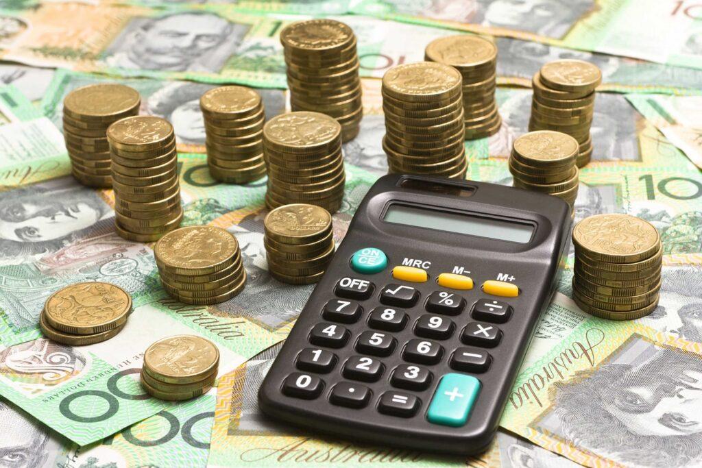 precificação de produtos no exterior - cédulas, moedas e uma calculadora